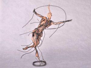 Joueuse-de-cerceau-55X40X55-cm-(1)-Web